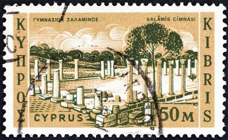 kypros: CYPRUS - CIRCA 1962: A stamp printed in Cyprus shows Salamis Gymnasium, circa 1962.