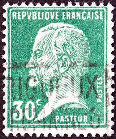 postes: FRANCE - CIRCA 1923: A stamp printed in France shows chemist Louis Pasteur, circa 1923.