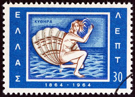 """afrodita: GRECIA - CIRCA 1964: Un sello impreso en Grecia desde el """"Centenario de la Uni�n de las Islas J�nicas con Grecia"""" cuesti�n muestra el nacimiento de Afrodita emblema de Citera, alrededor de 1964."""