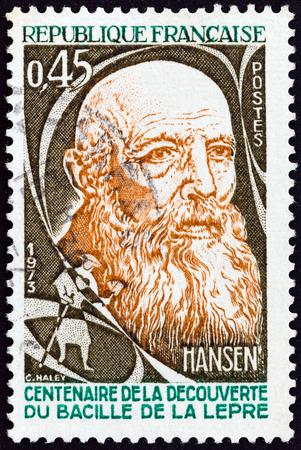 lepra: FRANCIA - CIRCA 1973: Un sello impreso en Francia emiti� para el 100 aniversario de la identificaci�n de la Lepra Bacillus por Hansen muestra el Dr. Gerhard Hansen, alrededor de 1973.