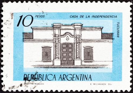estampilla: ARGENTINA - CIRCA 1977: A stamp printed in Argentina shows House of Independence, Tucuman, circa 1977.