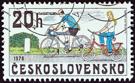 sello: CZECHOSLOVAKIA - CIRCA 1979: A stamp printed in Czechoslovakia from the Historic Bicycles  issue shows Modern Bicycles, circa 1979.