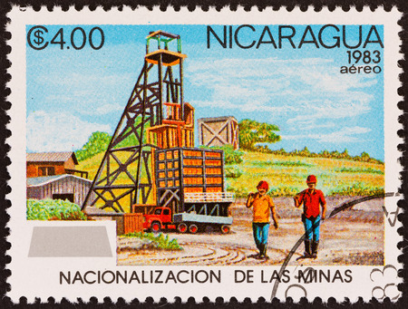 estampilla: NICARAGUA - CIRCA 1983: A stamp printed in Nicaragua from the \Nationalization of Mines \ issue shows workers and mine, circa 1983.