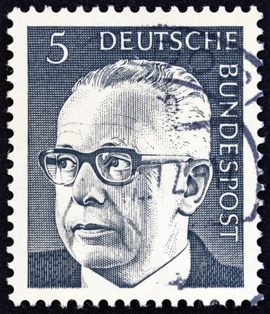 stempeln: GERMANY - CIRCA 1970: A stamp printed in Germany shows a portrait of Federal President Gustav Heinemann, circa 1970.