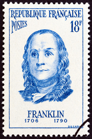 postes: FRANCE - CIRCA 1956: A stamp printed in France from the Famous Men  issue shows Benjamin Franklin, circa 1956. Editorial