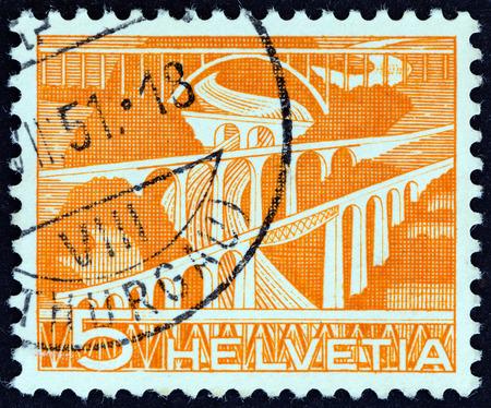 galla: SVIZZERA - CIRCA 1949: Un francobollo stampato in Svizzera mostra viadotti ferroviario sul fiume Sitter, vicino a San Gallo, circa 1949.