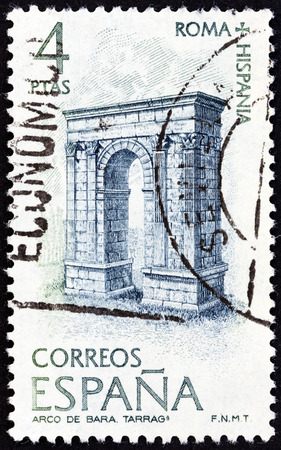 estampilla: SPAIN - CIRCA 1974: A stamp printed in Spain from the \\\Cultural Relations between Ancient Rome and Spain \\\ issue shows Triumphal Arch, Bara, circa 1974.