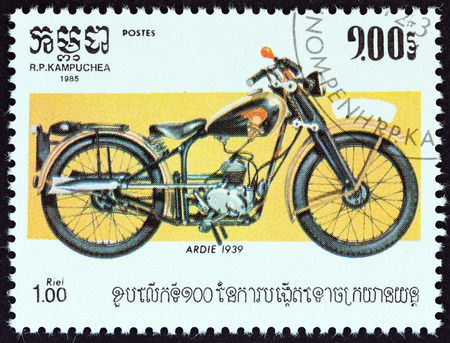 estampilla: CAMBODIA - CIRCA 1985: A stamp printed in Cambodia from the \\\100th Anniversary of the Motorcycle \\\ issue shows Ardie 1939, circa 1985. Editorial