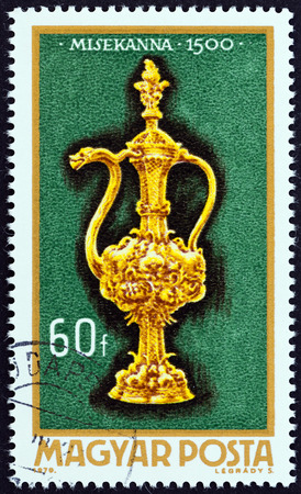 sello: HUNGARY - CIRCA 1970: A stamp printed in Hungary from the Goldsmith Art  issue shows Altar-cruet, 1500, circa 1970. Editorial
