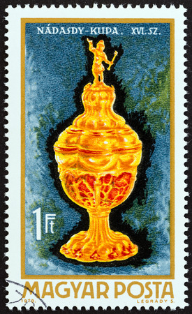 magyar: HUNGARY - CIRCA 1970: A stamp printed in Hungary from the Goldsmith Art  issue shows Nadasdy goblet, 16th century, circa 1970.