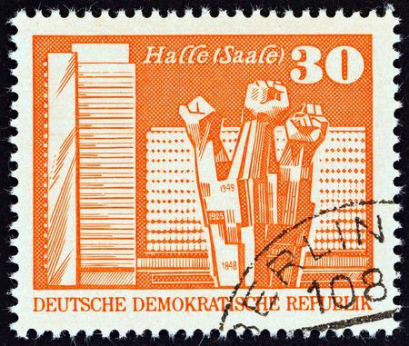 sello: GERMAN DEMOCRATIC REPUBLIC - CIRCA 1973: A stamp printed in Germany shows Workers Memorial, Halle, circa 1973. Editorial