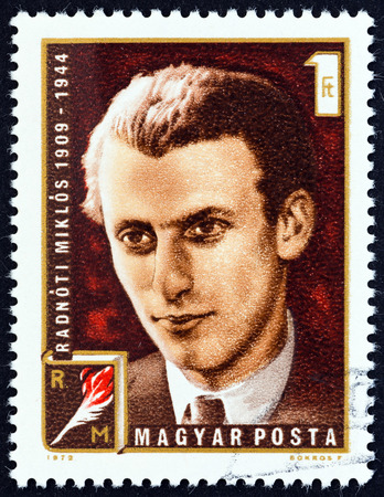 sello: HUNGARY - CIRCA 1972: A stamp printed in Hungary shows poet Miklos Radnoti, circa 1972.