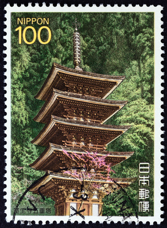 sello: JAPAN - CIRCA 1988: A stamp printed in Japan from the \\\National Treasures \\\ issue shows Muro-ji temple, circa 1988.