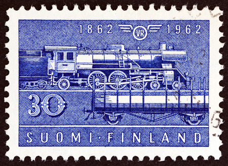 estampilla: FINLAND  CIRCA 1962: A stamp printed in Finland issued for the 100th anniversary of the railway shows Class Hr1 steam locomotive and Type Hk wagon circa 1962. Editorial