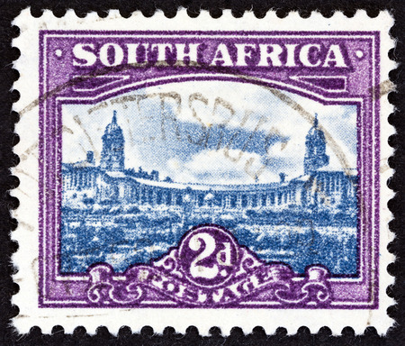 suid: SOUTH AFRICA  CIRCA 1950: A stamp printed in South Africa from the South African Architecture issue shows Union Buildings Pretoria circa 1950. Editorial