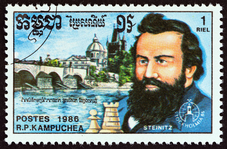 estampilla: KAMPUCHEA  CIRCA 1986: A stamp printed in Kampuchea from the Stockholmia 86 International Stamp Exhibition. Chess  issue shows Wilhelm Steinitz and Charles Bridge Prague circa 1986. Editorial