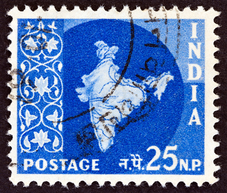 stempeln: INDIA  CIRCA 1957: A stamp printed in India shows the map of India circa 1957.