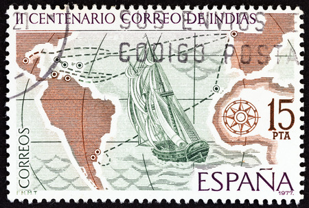 estampilla: SPAIN  CIRCA 1977: A stamp printed in Spain from the Bicentenary of mail to the Indies  issue shows West Indies sailing packet and map of mail routes to America  circa 1977. Editorial