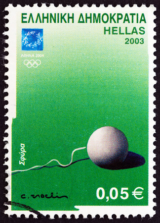 estampilla: GREECE  CIRCA 2003: A stamp printed in Greece from the Athens 2004: Sports equipment issue shows a hammer hammer throw event circa 2003.