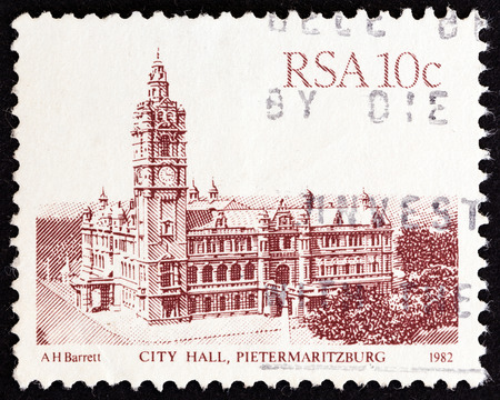 estampilla: SOUTH AFRICA  CIRCA 1982: A stamp printed in South Africa from the South African Architecture issue shows City Hall Pietermaritzburg circa 1982. Editorial