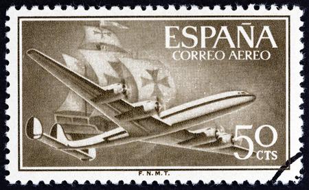 super cross: ESPA�A - CIRCA 1956: Un sello impreso en Espa�a muestra A�rea Lockheed L-1049 aviones Super Constellation y Caravel, alrededor del a�o 1956.