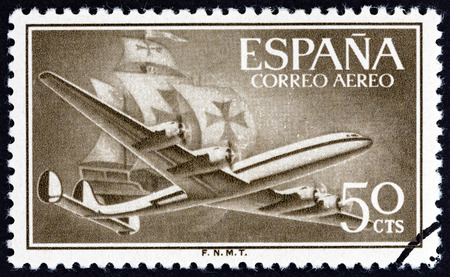 estampilla: SPAIN - CIRCA 1956: A stamp printed in Spain shows Air Lockheed L-1049 Super Constellation aircraft and Caravel, circa 1956.