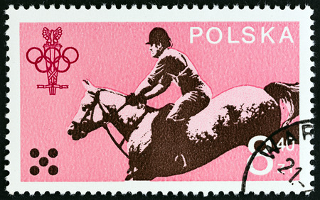 estampilla: POLAND - CIRCA 1979: A stamp printed in Poland from the 60th Anniversary of the Polish Olympic Committee  issue shows Horse riding, circa 1979. Editorial