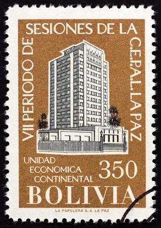 estampilla: BOLIVIA - CIRCA 1957: A stamp printed in Bolivia from the The 7th Latin America Economic Congress, La Paz  issue shows Congress Buildings Santiago de Chile and La Paz, circa 1957.