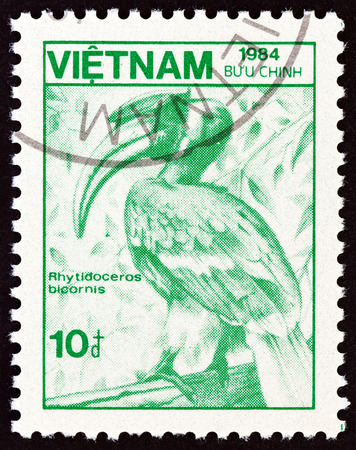 indian postal stamp: VIETNAM - CIRCA 1984: A stamp printed in Vietnam from the Plants and Animals  issue shows Great Indian hornbill Rhytidoceros bicornis, circa 1984.