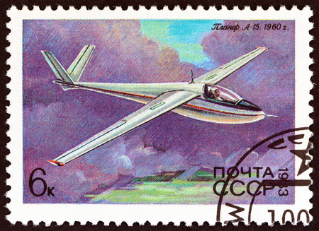sello: USSR - CIRCA 1983: A stamp printed in USSR from the History of Soviet Gliders  issue shows Glider A-15, Antonov, 1960, circa 1983. Editorial