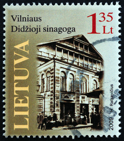timbre: LITHUANIA - CIRCA 2009: A stamp printed in Lithuania shows the Great Synagogue of Vilnius, circa 2009. Editorial