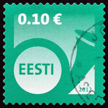 estampilla: ESTONIA - CIRCA 2012: A stamp printed in Estonia shows Post Horn, circa 2012. Editorial