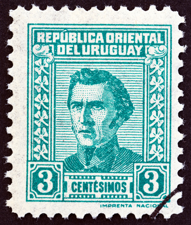 estampilla: URUGUAY - CIRCA 1940: A stamp printed in Uruguay shows General Jose Artigas, circa 1940.