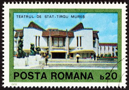 sello: ROMANIA - CIRCA 1979: A stamp printed in Romania from the Contemporary Architecture  issue shows State Theatre, Tirgu Mures, circa 1979. Editorial