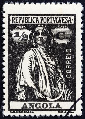 sello: ANGOLA - CIRCA 1914: A stamp printed in Angola shows Ceres, circa 1914.