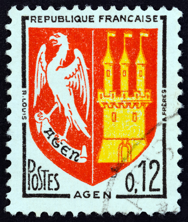 postes: FRANCE - CIRCA 1964: A stamp printed in France from the Arms of French Towns  issue shows Agen coat of arms, circa 1964.