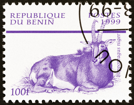 sello: BENIN - CIRCA 1999: A stamp printed in Benin from the Mammals  issue shows Sable Antelope (Hippotragus niger), circa 1999.