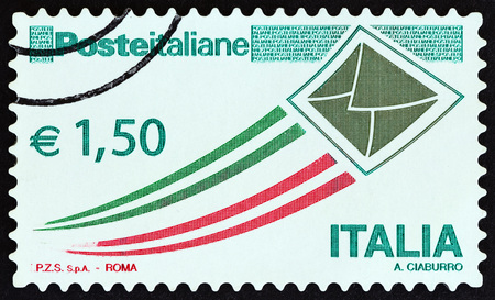timbre: ITALY - CIRCA 2009: A stamp printed in Italy shows envelope taking flight, circa 2009. Editorial