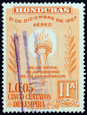 estampilla: HONDURAS - CIRCA 1959: A stamp printed in Honduras issued for the 2nd Anniversary of New Constitution shows Flaming torch, circa 1959.