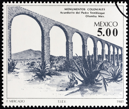 acueducto: MEXICO - CIRCA 1981: A stamp printed in Mexico from the Colonial Architecture  issue shows Father Tembleque Aqueduct, Otumba, circa 1981.