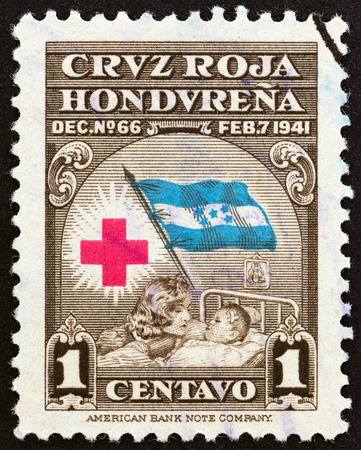 timbre: HONDURAS - CIRCA 1945: A stamp printed in Honduras shows Red Cross, Flag, Mother and Child, circa 1945.