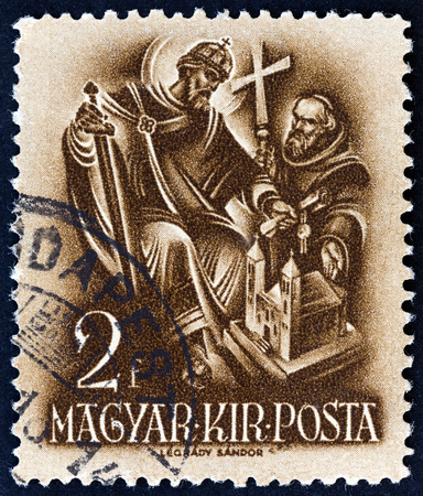 estampilla: HUNGARY - CIRCA 1938: A stamp printed in Hungary from the 900th Anniversary of the Death of St.Stephen  issue shows St. Stephen, the Church Builder, circa 1938.