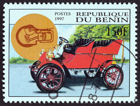 timbre: BENIN - CIRCA 1997: A stamp printed in Benin from the Motor Cars  issue shows Ford model A Tonneau, 1903, circa 1997.