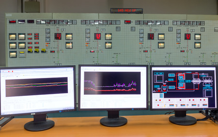 Monitors in a control room of a natural gas power plant Stockfoto