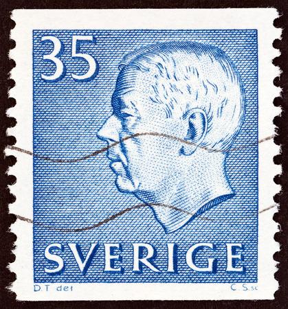 gustaf: SWEDEN - CIRCA 1962: A stamp printed in Sweden shows King Gustaf VI Adolf, circa 1962.