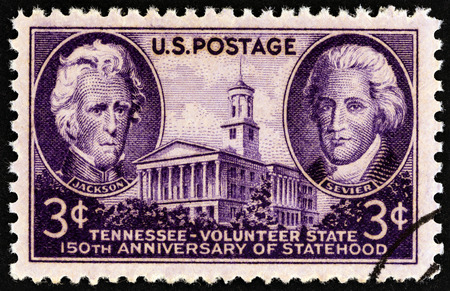estampilla: USA - CIRCA 1946: A stamp printed in USA issued for the 150th anniversary of Tennessee Statehood shows Andrew Jackson, John Sevier and Tennessee State Capitol, circa 1946.