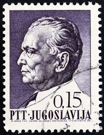 sello: YUGOSLAVIA - CIRCA 1967: A stamp printed in Yugoslavia issued for Titos 75th birthday shows President Tito, circa 1967.