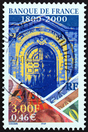 estampilla: FRANCE - CIRCA 2000: A stamp printed in France from the Bicentenary of Bank of France issue shows Bank Entrance, circa 2000.