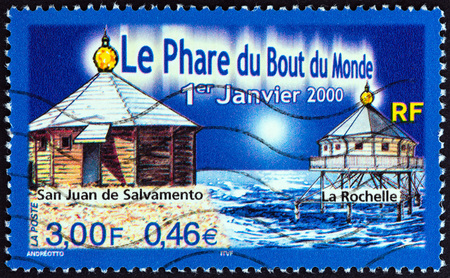 estampilla: FRANCE - CIRCA 2000: A stamp printed in France issued for the Reconstruction of San Juan de Salvamento lighthouse, Staten Island shows San Juan de Salvamento and La Rochelle lighthouses, circa 2000. Editorial