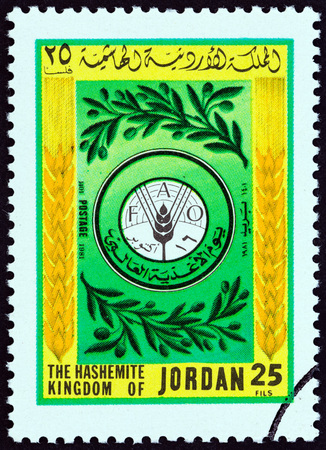 estampilla: JORDAN - CIRCA 1981: A stamp printed in Jordan from the World Food Day issue shows FAO (Food and Agriculture Organization of the United Nations) emblem, circa 1981.